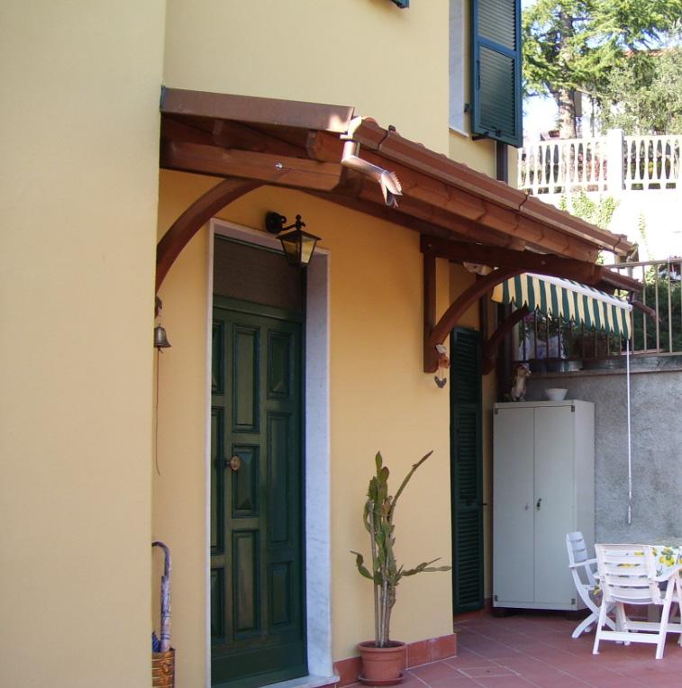 Pensiline in legno a la spezia genova massa carrara - Pensiline ingresso casa ...